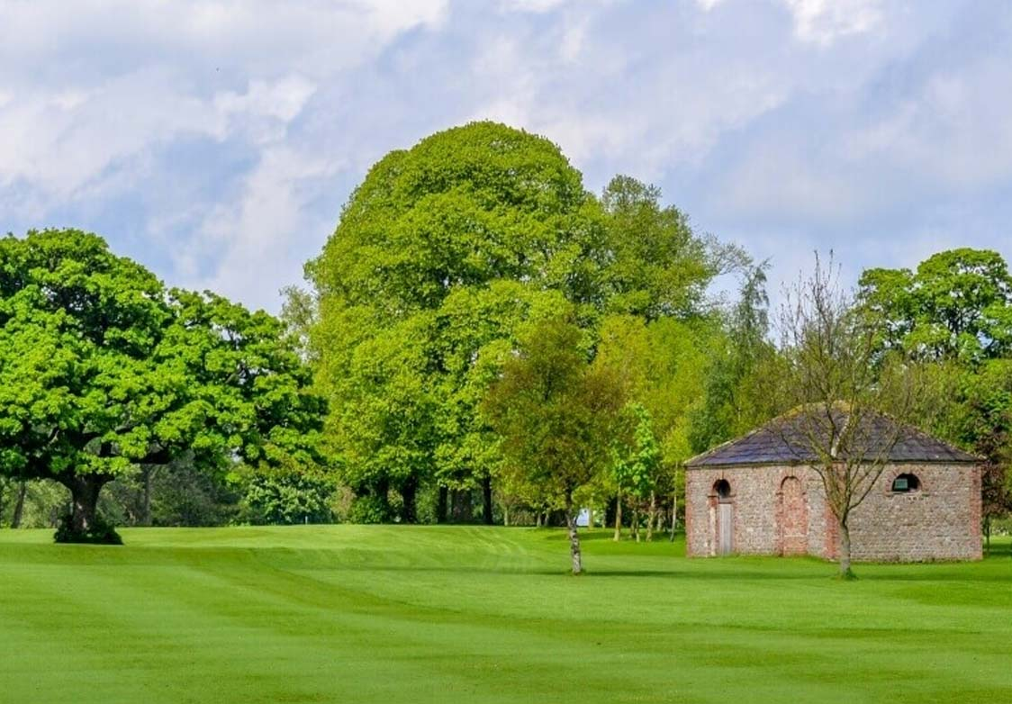 the green with mature trees at Bedale Golf Course near Morton House in Masham