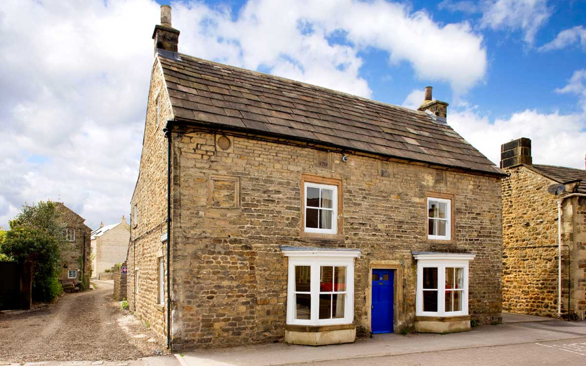 Exterior street view Morton House in Masham, 4 brm holiday cottage exterior street