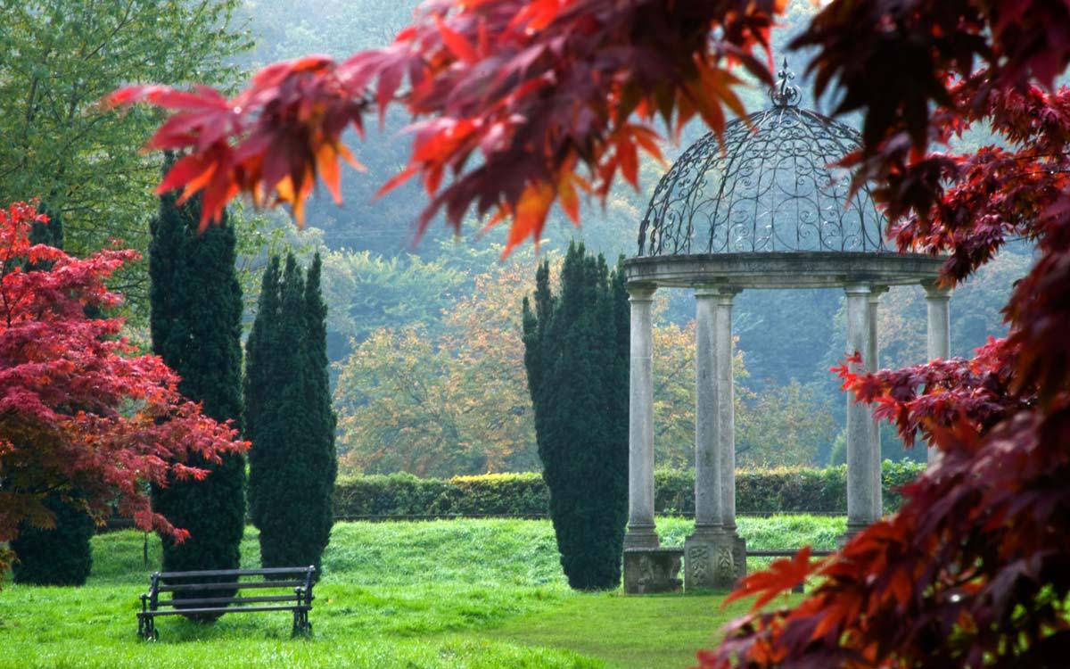 Thorp Perrow Arboretum bench and sculpture