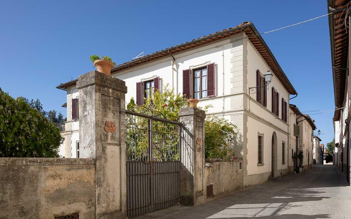 Villa Cicogna Outside Gate
